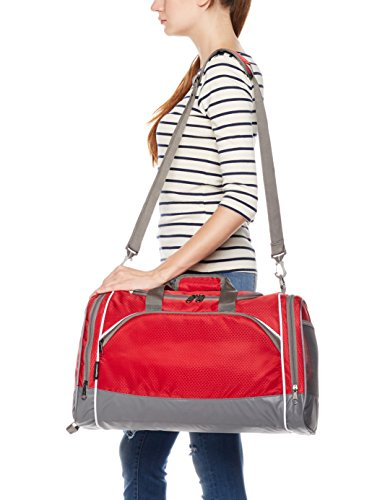 414wwB3Re7L - AmazonBasics Small Lightweight Durable Sports Duffel Gym and Overnight Travel Bag - Red