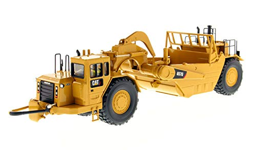 Diecast Masters CAT Caterpillar 657 G Wheel Tractor Scraper with Operator Core Classics Series 1/50 Diecast Model