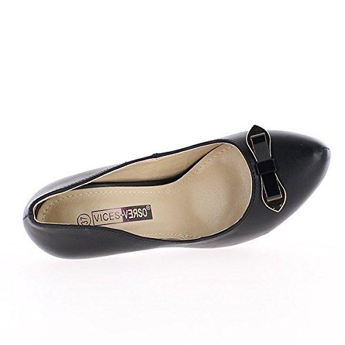 Schwarz wies Schuhe auf den Fersen von 10,5 cm und 2cm Tablett