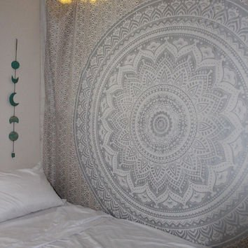 Popular Handicrafts New Launched Kp794 Silver Ombre Tapestry Mandala Hippie Wall Hanging Bohemian Bedspread with Extra Metallic Shine Extra Large Tapestries King Size