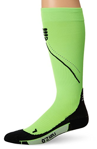 CEP Men's Graduated Night Run Socks 2.0 (Flash Green/Black) III