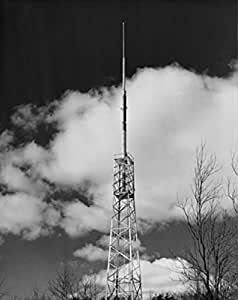 Low angle view of a FM tower for radio and television Artistica di Stampa (45,72 x 60,96 cm)