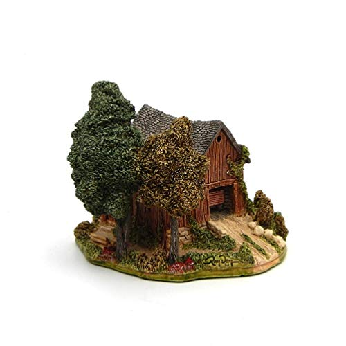 Lilliput Lane Countryside Barn Collectible Figurine