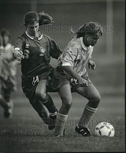 Vintage Photos 1993 Press Photo Waukesha H.S. soccer's Molly Gesler & Mandy Tucker in ()