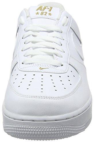Nike Air Force 1 '07, Scarpe da Ginnastica Uomo Nero (White/White/Metallic Gold 102)