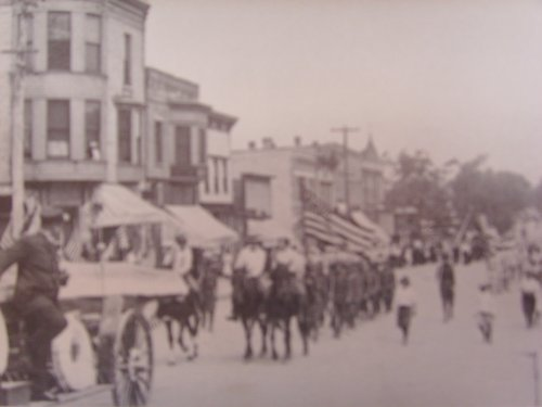 - Hinsdale Illinois Postcard 4th of July Parade 1902