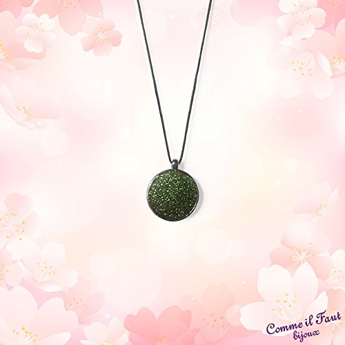 Round pendant with coloured sparkling resin