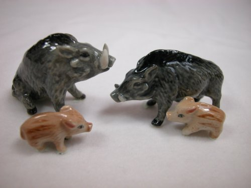 Animal Tracks Miniature Porcelain Animals Warthog Family (Family Porcelain Figurine)