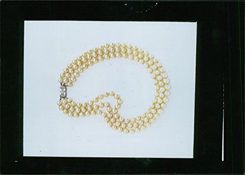 (Vintage photo of Pearl necklace of Jacqueline Kennedy Onassis.)
