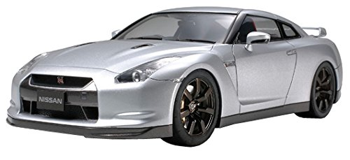 (Tamiya Nissan GT-R R35 - 1/24 Scale Model Kit 24300)