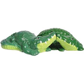 Westland Giftware Mwah Magnetic Alligators Salt and Pepper Shaker Set, 1-1/2-Inch