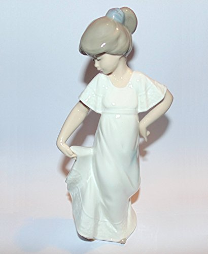 Nao by Lladro Collectible Porcelain Figurine HOW PRETTY – 8 3 4 tall – Young Girl