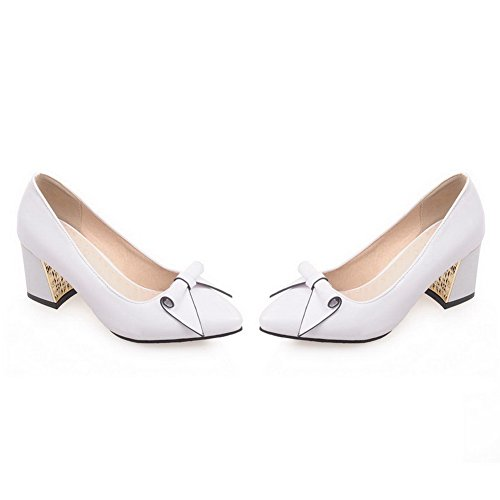 AllhqFashion Damen Ziehen auf Spitz Zehe Mittler Absatz PU Leder Rein Pumps Schuhe Weiß