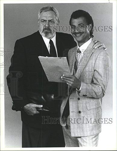 Historic Images - 1986 Vintage Press Photo Actors Raymond Burr And Ron Glass- RSA57761 (Perry Mason Case Of The Shooting Star)