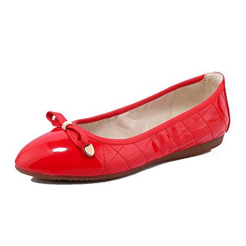 AllhqFashion Damen Lackleder Ohne Absatz Rund Zehe Rein Ziehen auf Flache Schuhe Rot