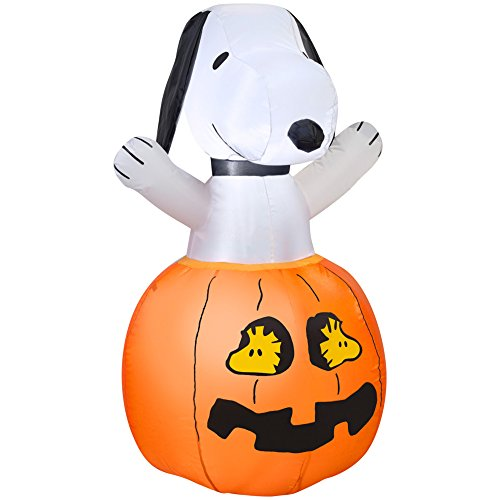 Gemmy Snoopy In Pumpkin with Woodstock 4' Cedar Plug