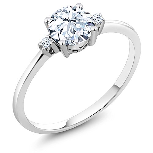 Gem Stone King 10K White Gold Engagement Solitaire Ring set with 1.53 Ct Round White Zirconia and White Created Sapphires (Size 7)