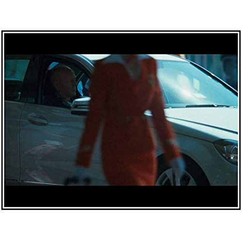 A Good Day to Die Hard 8x10 Photo Bruce Willis in Passenger Seat of Car Woman in Red in Foreground kn (A Good Day To Die Hard Actress)