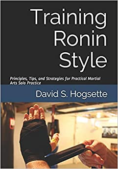 Book's Cover of Training Ronin Style: Principles, Tips, and Strategies for Practical Martial Arts Solo Practice (Inglés) Tapa blanda – 29 abril 2020