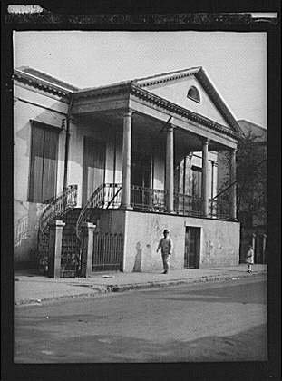 Chartres House (Photo: General Beauregard's house,1113 Chartres Street,New Orleans,LA,A Genthe,1920 9)