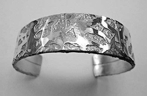 Open cuff bracelet, 12mm width, aluminum chemically etched and hand-forged, with polished finish.