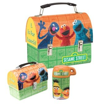 (Sesame Street Lunch Box Salt and Pepper Shaker Set)