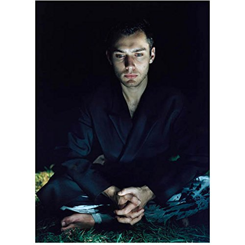 (Jude Law Seated with Crossed Legs Looking Down 8 x 10 Inch Photo)