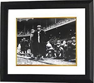 Athlon CTBL-BW14253 Frank Gifford Signed New York Giants 16 x 20 Vintage B&W Photo Custom Framed Horizontal with HOF 77 with Vince Lombardi