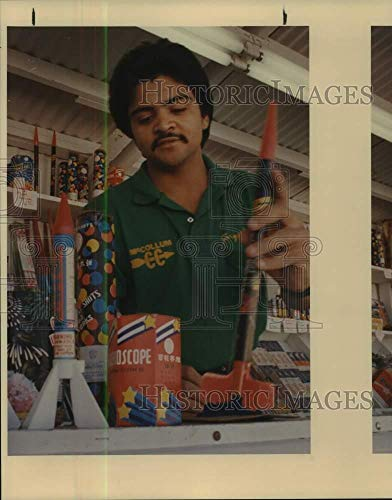 Vintage Photos 1988 Press Photo Jorge Guerrero who Works for Alamo Fireworks displays Fireworks
