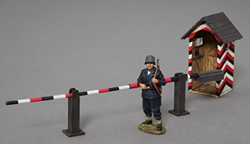 (Thomas Gunn Miniatures ACCPACK012C WWII German Guard House with Barrier and Kriegsmarine Sentry)