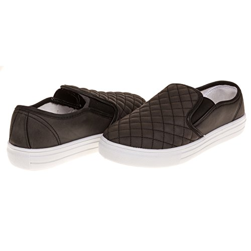 Women's Dover Fashion Faux Leather Quilted Slip-On Shoe (Wide Width), size 10 – Black