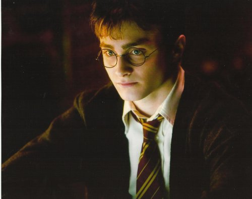 Daniel Radcliffe as Harry Potter serious look in school uniform 8 X 10 Photo (Hogwarts School Uniform)