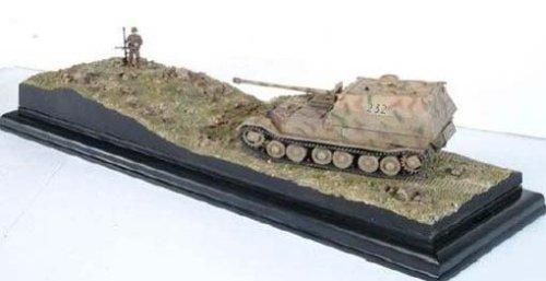 David & Goliath Elefant vs Red Army AntiTank Rifleman + Diorama Base