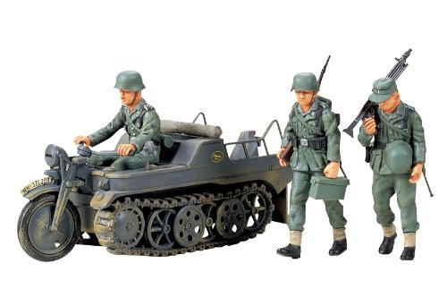 Sd.kfz2 Kleines Kettenkrad 1:35 Scale German Motorcycle Tractor/Half Track with Combat Crew Japan Import Model Kit by Tomiya