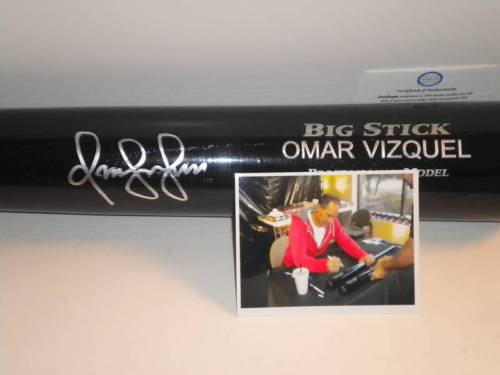 (Omar Vizquel Cleveland Indians Autographed Signed Engraved Bat Black)