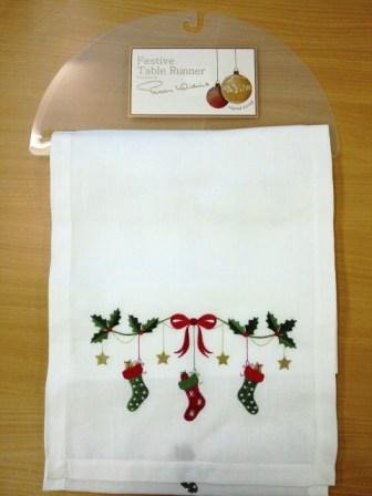 Christmas Table Runner Uk.Peggy Wilkins Christmas Eve Table Runner Amazon Co Uk