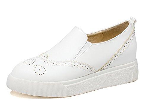 AllhqFashion Damen Niedriger Absatz Lackleder Rein Ziehen auf Rund Zehe Pumps Schuhe Weiß
