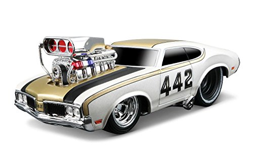 NEW 1:24 DISPLAY MAISTO MUSCLE MACHINES - WHITE 1970 OLDSMOBILE 442 Diecast Model Car By Maisto