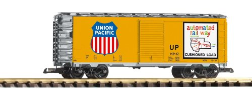 (PIKO G SCALE MODEL TRAINS - UNION PACIFIC STEEL BOXCAR - 38831)