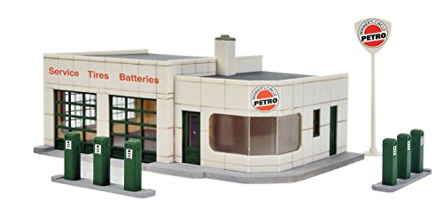 Walthers Cornerstone Winner's Circle Petro Train (Ho Train Buildings)
