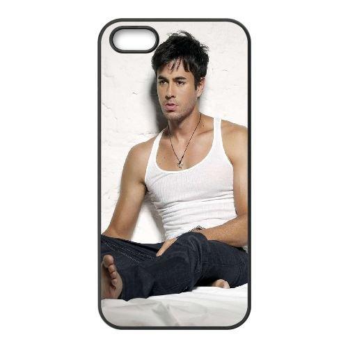 Enrique Iglesias T Shirt Room Sitting Singer Celebrity coque iPhone 4 4S cellulaire cas coque de téléphone cas téléphone cellulaire noir couvercle EEEXLKNBC24939