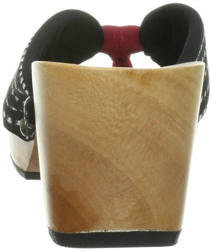 Japanese Style Sandals with a Wooden Platform and Cloth with White Dots on a Black Background G36cN4LC1k