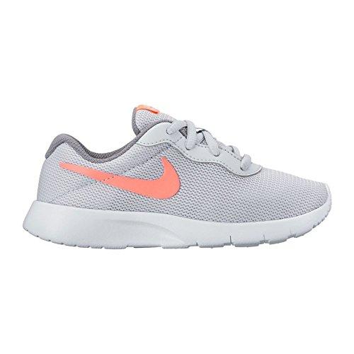 Deportivo Nike Tanjun gris. Pure Platinum/Lava Glow