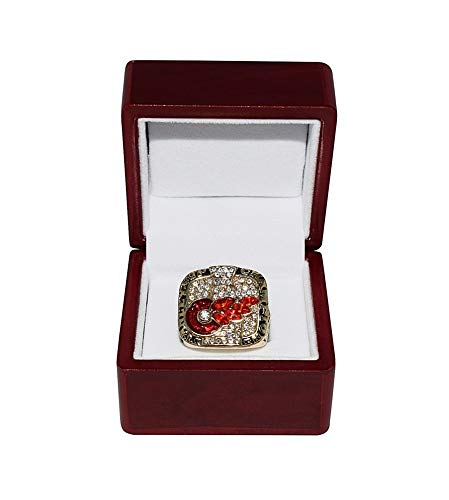 DETROIT RED WINGS (Steve Yzerman) 2002 STANLEY CUP FINALS WORLD CHAMPIONS Vintage Rare Collectible National Hockey League Replica Gold NHL Championship Ring with Cherrywood Display Box