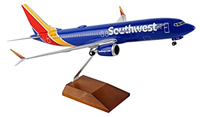 Daron Worldwide Trading Skymarks Southwest 737-MAX8 1/100 W/Wood Stand & Gear Plane Model
