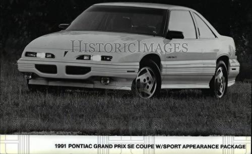 (Vintage Photos 1991 Press Photo 1991 Pontiac Grand Prix SE Coupe W/Sport Appearance Package.)