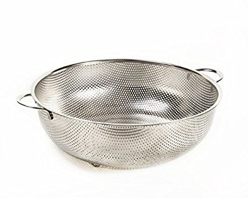 Super 7.5 Quart superior-drainage stainless steel Colander – Big enough to feed the whole family and still capture every grain of rice