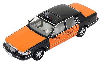 Amazon Com 1 43 Lincoln Town Car 1996 Usa Taxi By Ixo Toys Games