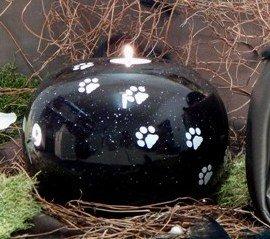 Tierurne - Kugel aus Keramik mit Trauerlichteinsatz, Effektschwarz, weiße Pfötchenspuren, Vol. ca. 2,00 Ltr.