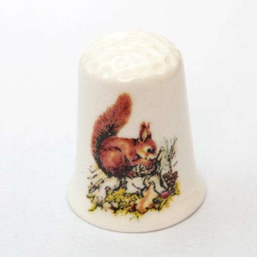 切り株の上の赤リス アカリス りす 栗鼠 コレクション シンブル 指貫き ソーイング パッチワーク キルト アイテム プレゼントの商品画像